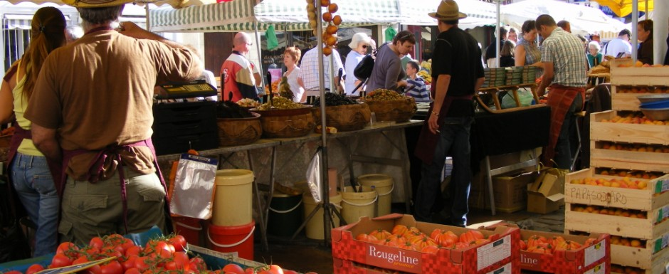 The market in Beaune, near our luxury vacation rental for six or 10 in Puligny Montrachet, near Beaune, Burgundy