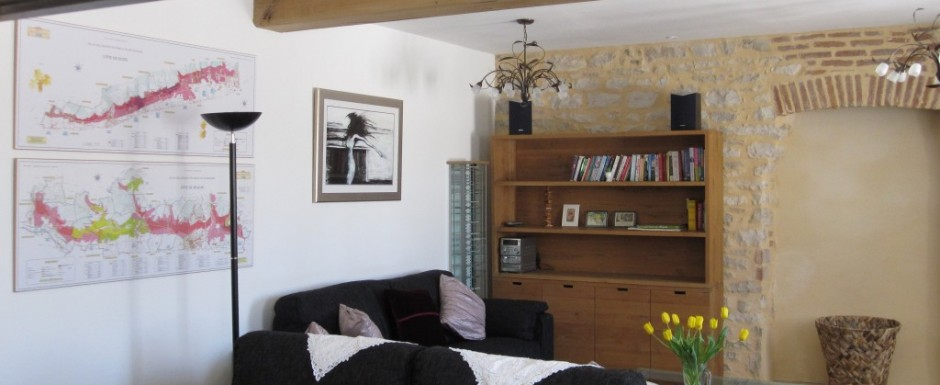 Winter is the living area ain our luxury holiday rental in Burgundy (Puligny Montrachet) with ample space for six people