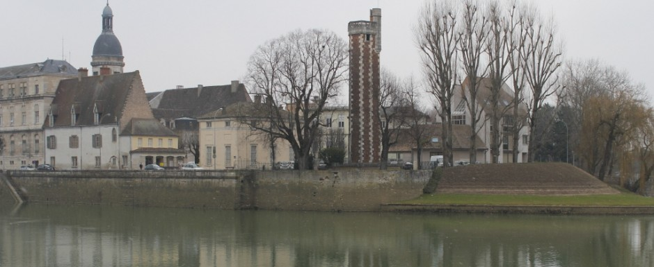Even in Winter there are lots of things do do in Burgundy such as visit the beautiful town of Chalon-sur-Saone, 20 minutes from our house