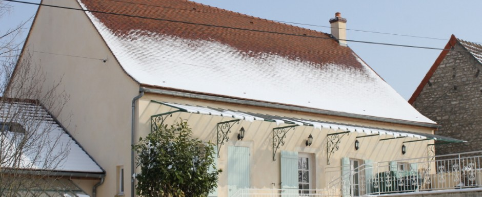 """Our luxury rental in Burgundy, 10pm (three double en suite bedrooms) and its """"Little House"""" next to it (two double bedrooms and a family bathroom)"""