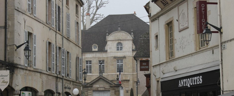 We visit Beaune from our holiday house in Puligny frequently. We love the Burgundian architecture.