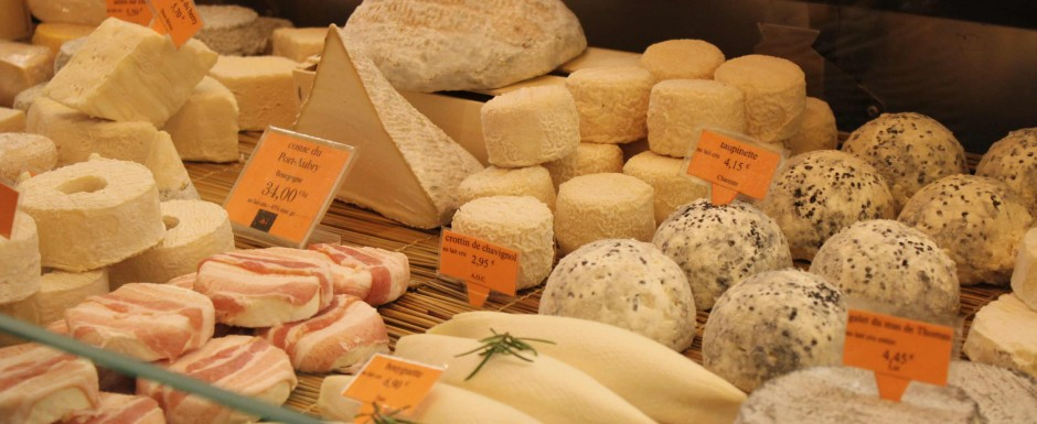 A tasting of Burgundian cheeses is a must if you are staying in Burgundy - find them in Beaune, Chagny or Chalon markets