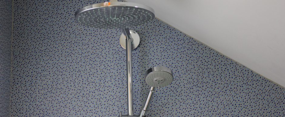 Little House shower at 10pm, our luxury vacation rental in the Cote d'Or, Burgundy
